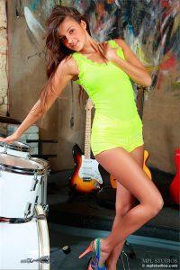 Maria Ryabushkina оголилась прямо в музыкальной студии
