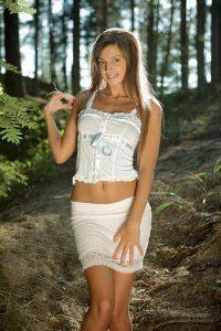 Мария Рябушкина решила отдохнуть голая на природе