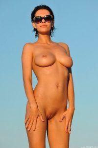 На фото голые сексуальные девушки со всех уголков Интернета