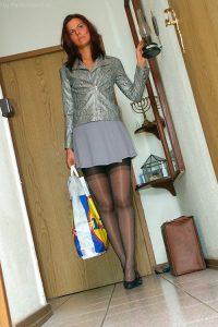 На фото красивая девушка в колготках Isabell