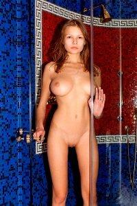 Фото девушка в душе по имени Люба