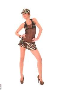 фото девушка в военной форме Литл Каприс