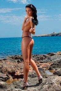 Фото голая худенькая девушка Sapphira A