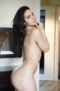 Фото полностью голая девушка