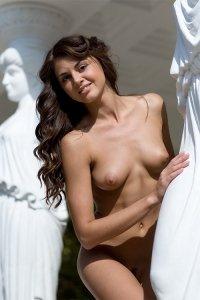 Фото голая молодая