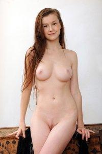 Фото красивая девушка без нижнего белья