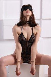 Фото девушка в наручниках