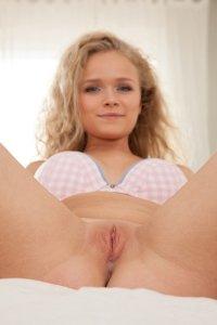 Фото пизда девушки красивая голая и молодая