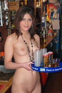 Фото голая официантка