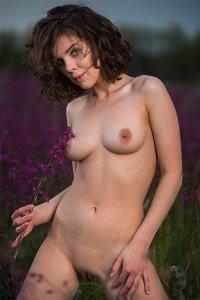 Фото голая деревенская девушка
