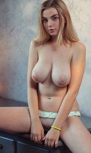 Фото голая баба с большими сиськами