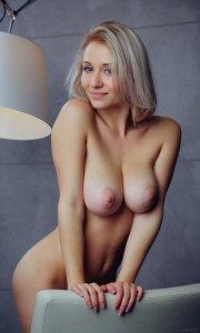 Фото женщины без трусов