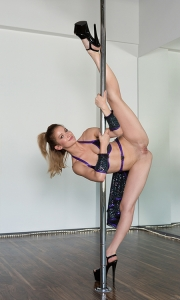 Фото голая танцовщица